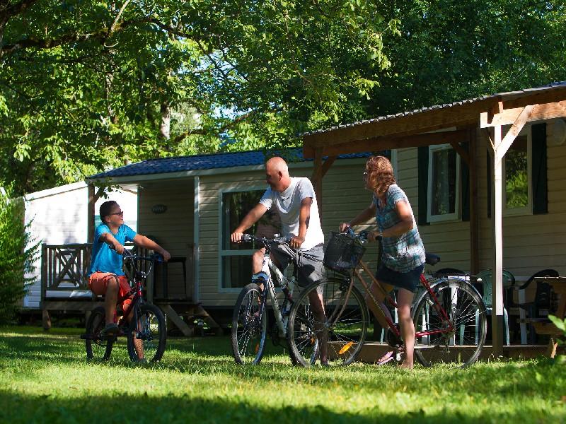 Camping en bord de rivière – Au soleil d'oc